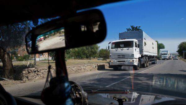 Колонна с гуманитарой помощью из РФ выехала из украинского КПП Изварино