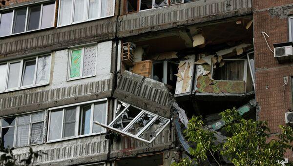 Разрушенный дом после обстрела в городе Донецке. Архивное фото