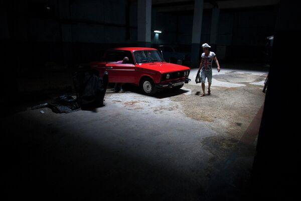 Автомобиль в гараже в Гаване