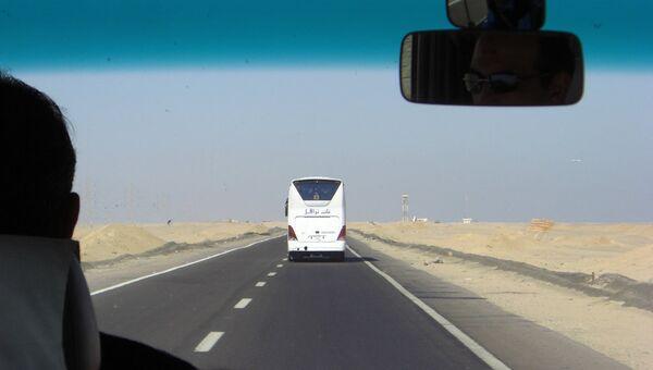 Дорога в пригороде Хургады, Египет. Архивное фото