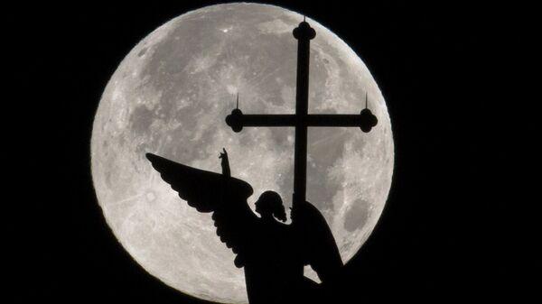Ангел на шпиле Петропавловского собора в Санкт-Петербурге