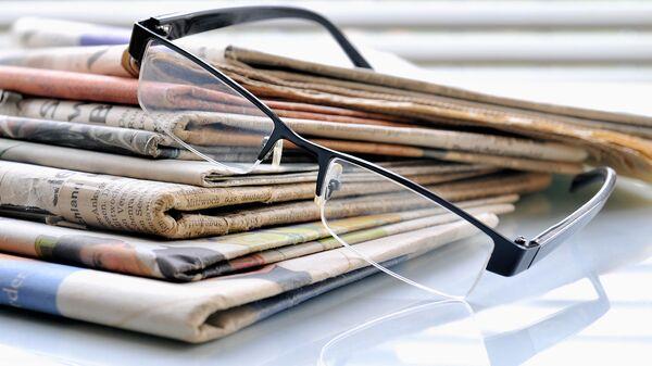 Стопка газет. Архивное фото