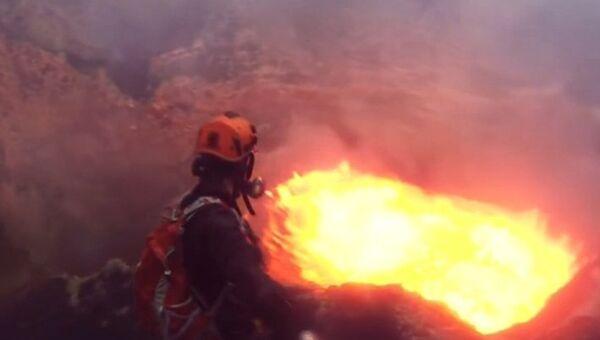 Селфи в жерле вулкана, или когда обычные фото недостаточно экстремальны