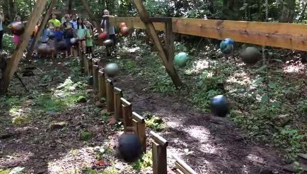 Маятник из шаров для боулинга или как привить детям любовь к физике