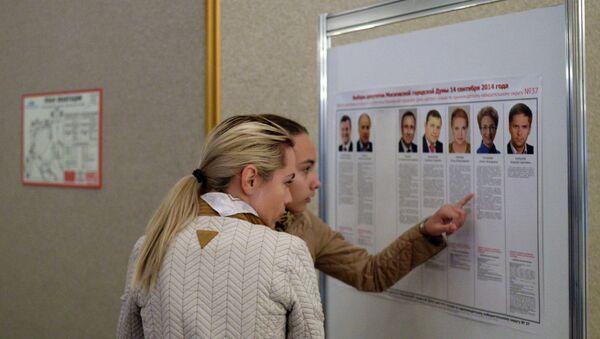 Жительницы Москвы изучают биографии кандидатов на выборах в Московскую Городскую Думу