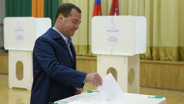 Дмитрий Медведев проголосовал на выборах в Мосгордуму
