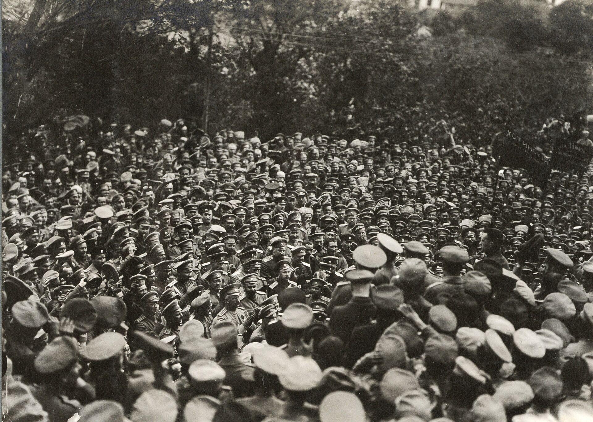 Военный министр Александр Керенский обращается к войскам, 1917 год - РИА Новости, 1920, 08.06.2021