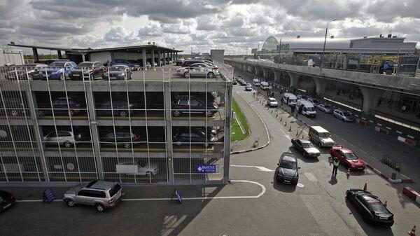 Многоярусная парковка международного аэропорта Внуково