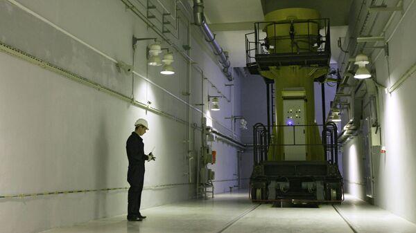 Специалист ФГУП Горно-химический комбинат за работой