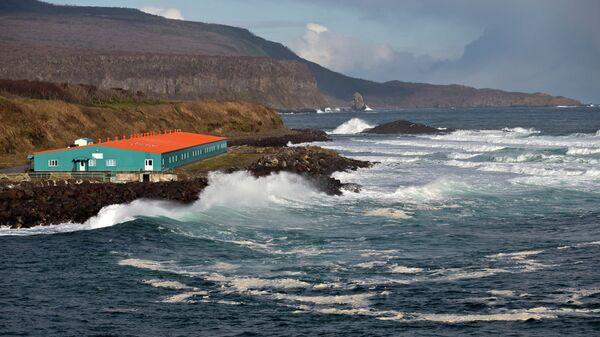 Вид острова Итуруп, Курилы. Архивное фото