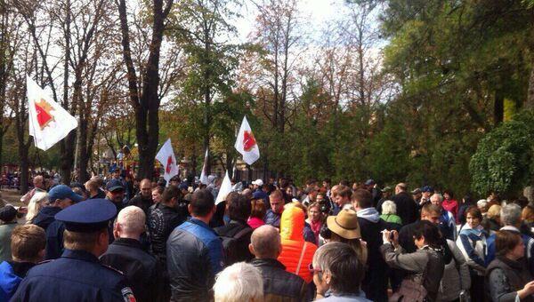Участники акции в Одессе, требовавшие предоставить области особый статус