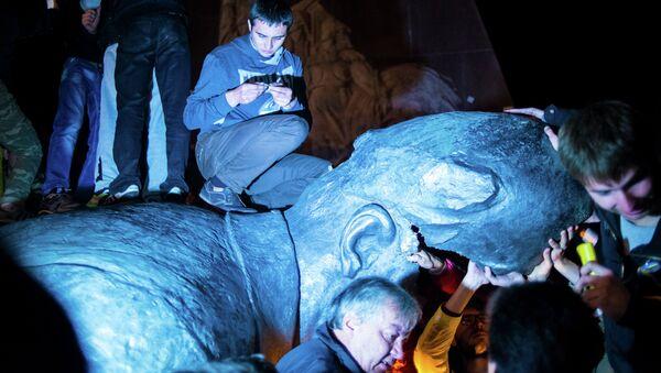 Памятник Ленину снесен в Харькове