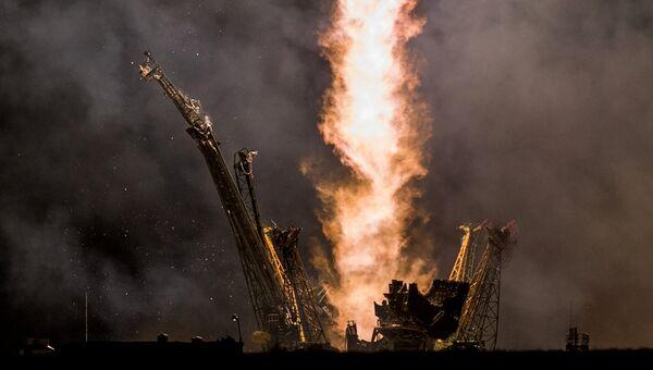 Старт ракеты космического аппарата, архивное фото