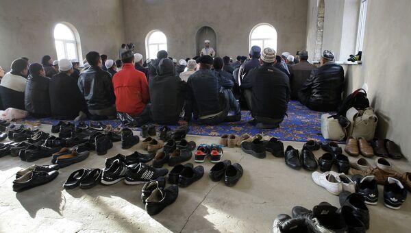 Празднование Курбан-Байрама в новой мечети в Крыму