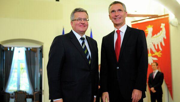 Новый генеральный секретарь НАТО Йенс Столтенберг Норвегии с президентом Польши Брониславом Коморовским