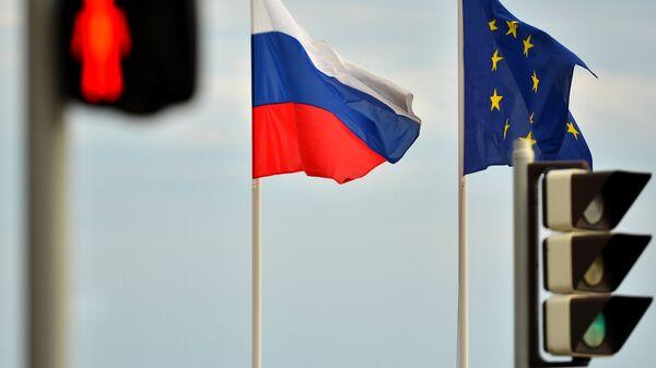 Флаги России и  ЕС, архивное фото