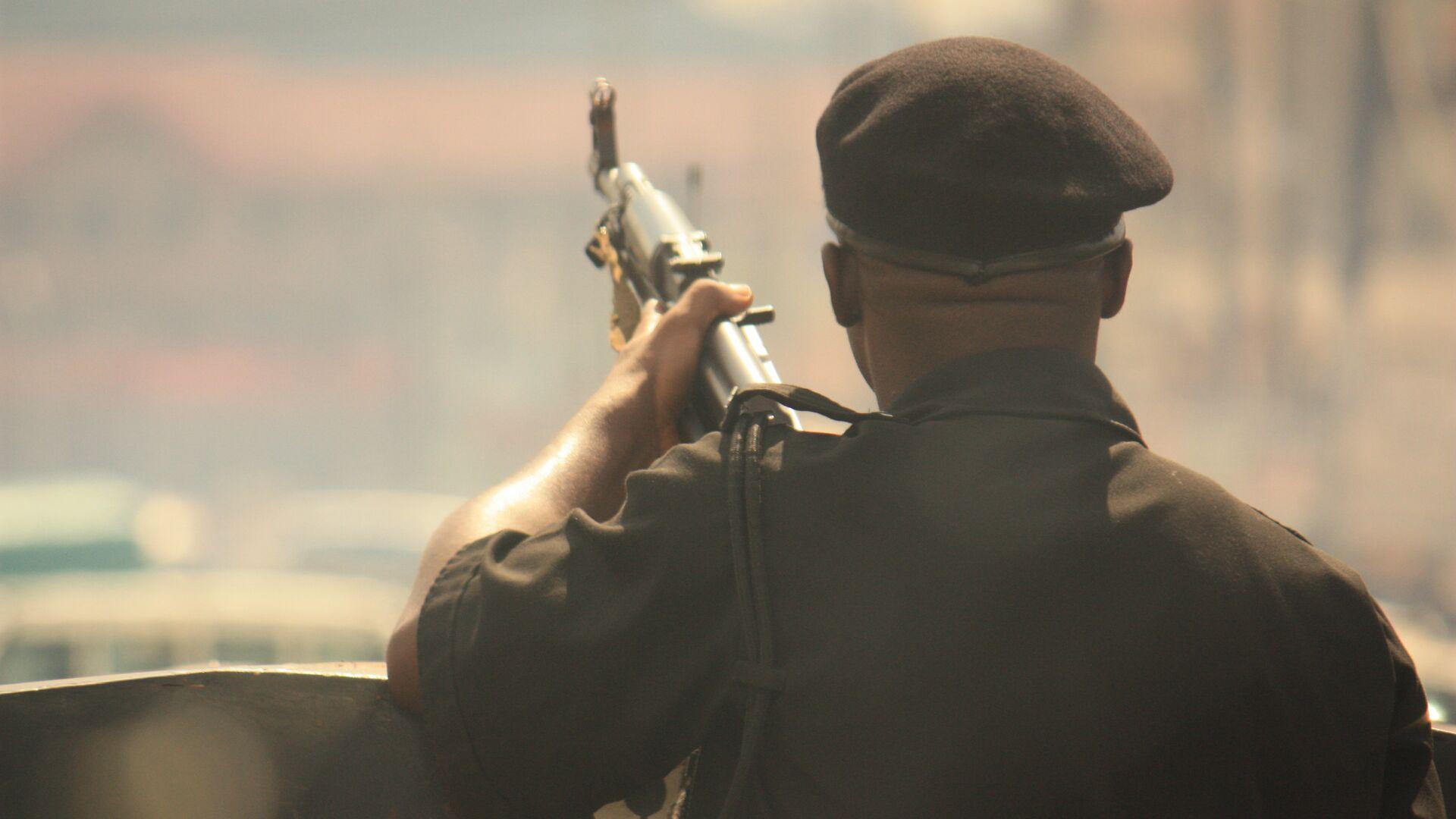 Вооруженный солдат в Нигерии - РИА Новости, 1920, 04.08.2021