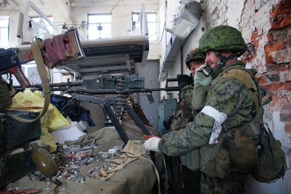 Ополченцы ведут бой в районе аэропорта Донецка