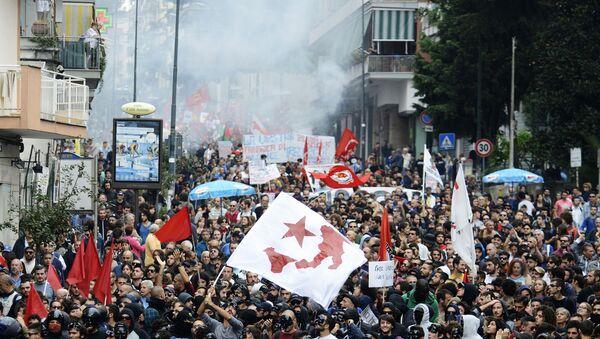 Демонстрация против жесткой экономической политики и безработицы в Италии. Архивное фото