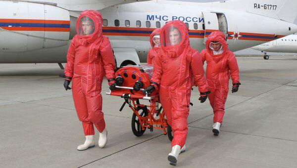 Самолет МЧС для перевозки инфицированных лихорадкой Эбола. Архивное фото