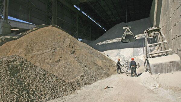 Производство цемента, архивное фото