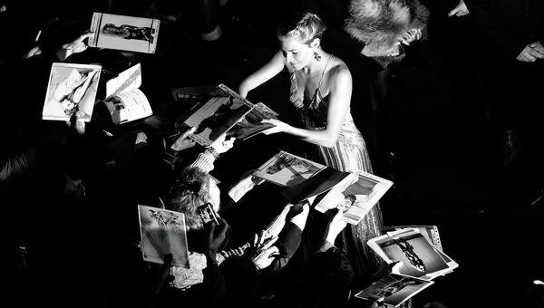 Английская актриса и фотомодель Сиенна Миллер во время Лондонского кинофестиваля, 16 октября 2014