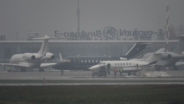 В аэропорту Внуково, недалеко от места крушения легкомоторного самолета Falcon. Архивное фото
