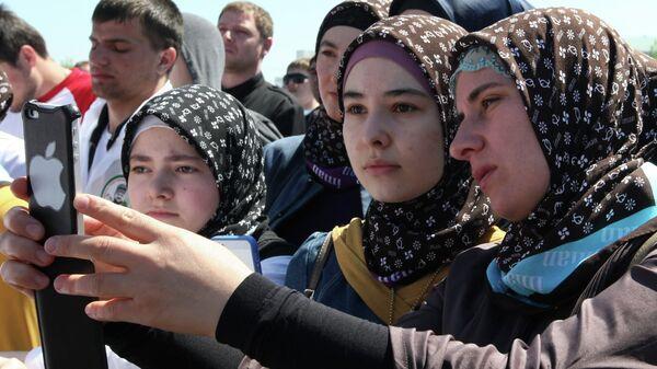 Девушки в хиджабах. Архивное фото