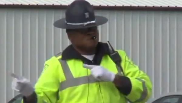 С танцующим полицейским не может быть проблем