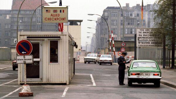Пропускной пункт на стороне ГДР, 1978. Архивное фото