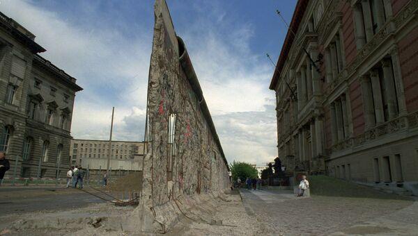 Остатки разрушенной Берлинской стены. Архивное фото