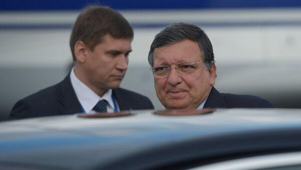 Председатель Европейской комиссии Жозе Мануэл Баррозу (справа