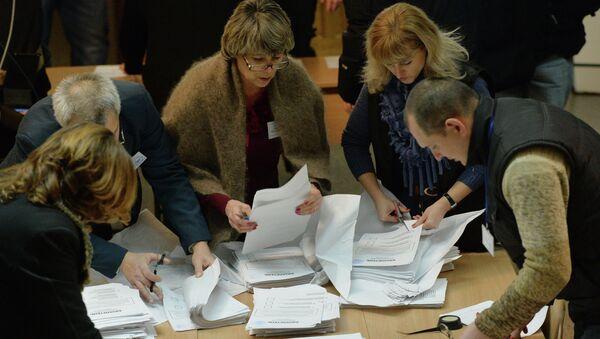 Подчет голосов на выборах в ДНР. Архивное фото