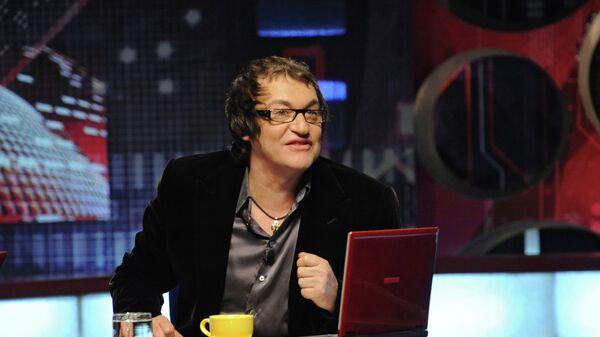Телеведущий Дмитрий Дибров во время записи телепрограммы Временно доступен