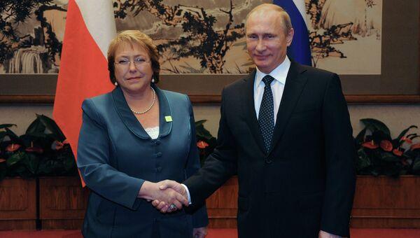 Президент РФ Владимир Путин и президент Чили Мишель Бачелет во время встречи на полях саммита АТЭС. 9 ноября 2014.
