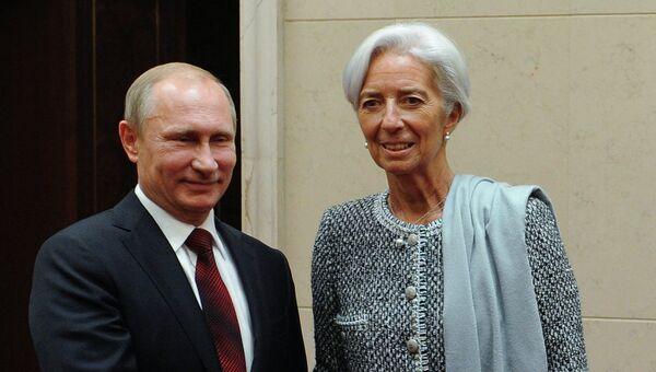 Президент РФ Владимир Путин во время встречи с директором-распорядителем Международного валютного фонда Кристин Лагард на полях саммита АТЭС в Пекине