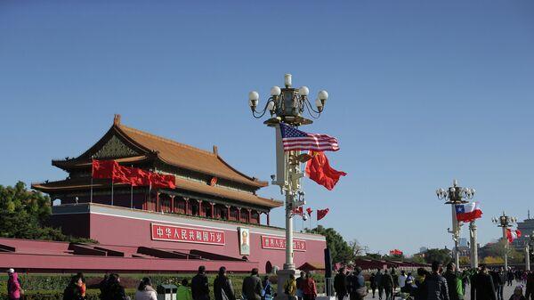 Флаги США и Китая в Пекине. Архивное фото