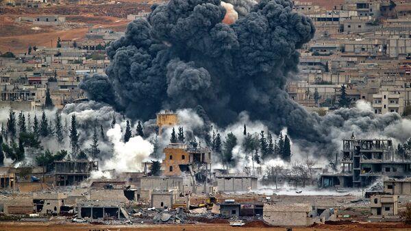 Дым после авиаударов военно-воздушных сил США