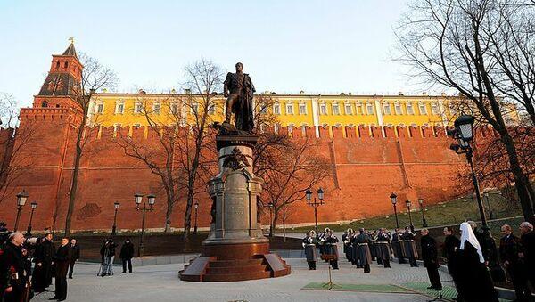 Президент Путин и патриарх Кирилл открывают памятник Александру I