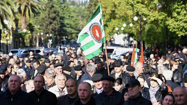 Митинг в Сухуме в поддержку подписания договора между Россией и Абхазией о союзничестве и стратегическом партнерстве. Архивное фото