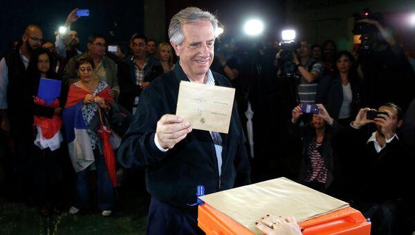 Табаре Васкес голосует на президентских выборах в Уругвае, 30 ноября 2014 года