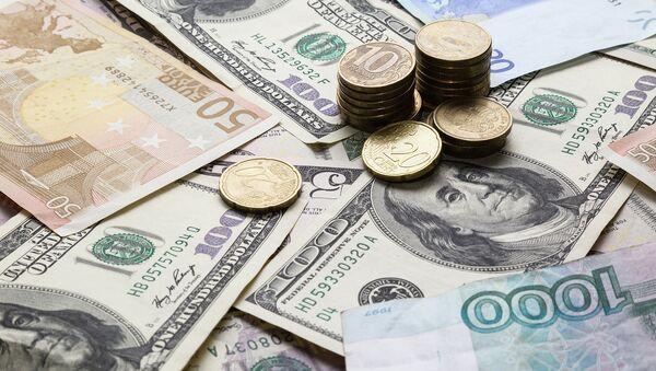 Деньги разных стран. Архивное фото