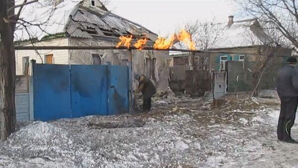Разрушенные дома и горящий газопровод - последствия обстрела Енакиево