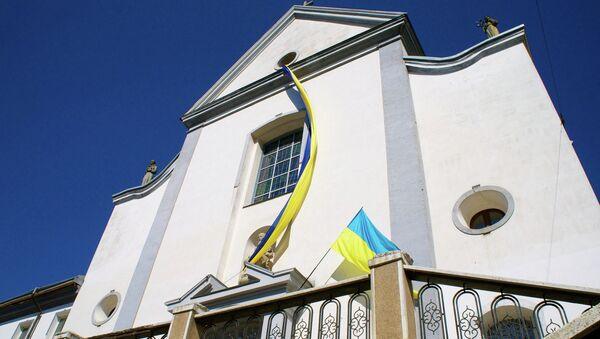 Национальный флаг на здании города Винница, Украина. Архивное фото