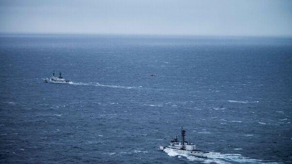 Катера береговой охраны США во время поисковых работ на месте гибели корейского судна Орион-501. Архивное фото