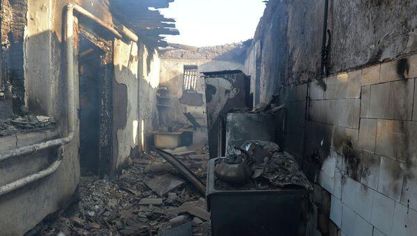 Дом, разрушенный в результате артиллерийского обстрела украинскими силовиками города Донецка. Архивное фото