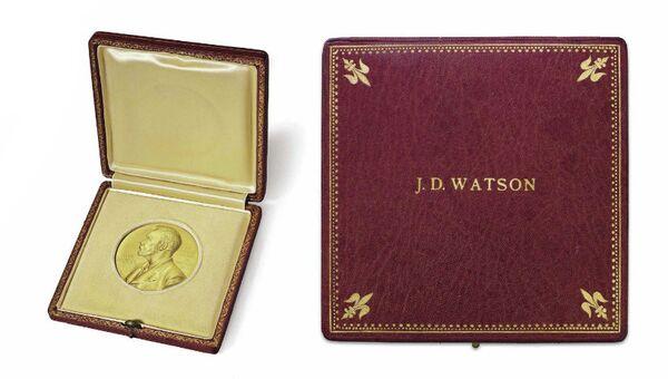 Нобелевская медаль американского биолога Джеймса Уотсона