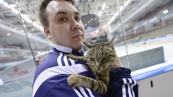 Новый талисман хоккейного клуба Адмирал кошка Матроскина