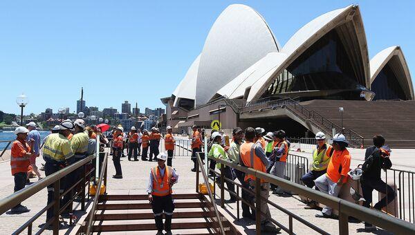 Сиднейский оперный театр после эвакуации в связи с захватом заложников в одном из кафе в Сиднее