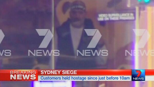 Предположительно человек, захвативший заложников в кафе. Сидней, 15 декабря 2014 год